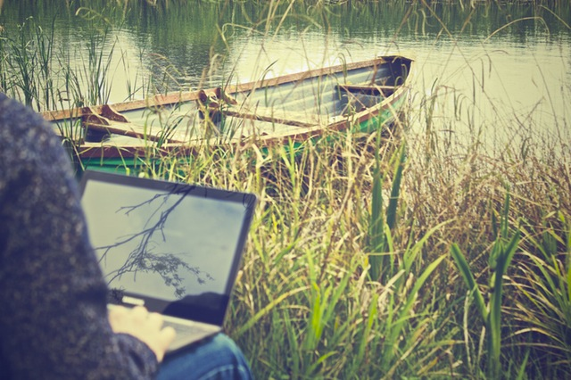 laptop-notebook-working-outside